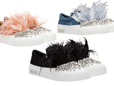 Desejo do Dia: ollies com plumas e strass para pular o Carnaval com muito luxo e conforto