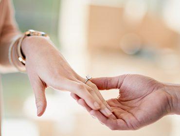 Aeroporto inglês cria código secreto para que anéis de noivado não sejam revelados no raio-X