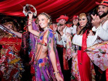 Com o tema Folia Cigana, Baile do Copa encheu de luxo e brilho o Carnaval carioca nesse sábado