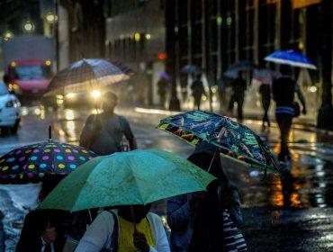 Estações de aluguel de guarda-chuvas é novidade na terra da garoa