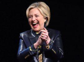 Com a popularidade em alta, Hillary Clinton é aplaudida de pé em restô hypado de NY