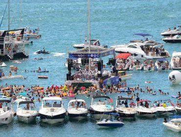 Carnaval Náutico leva a folia para a Baía de Todos os Santos em Salvador