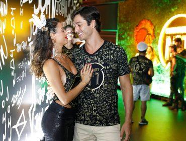 Ísis Valverde e André Resende ficam noivos durante viagem ao México