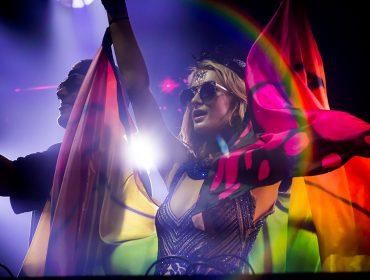 Nesse sábado, Camarote Salvador faz mix de samba, axé e muito pop com a presença de Paris Hilton como DJ