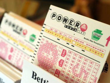 Americana que ganhou R$ 1,8 bi na loteria ainda não retirou o prêmio por medo de ficar famosa