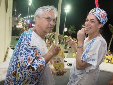 Caetano Veloso como nunca se viu: o cantor se joga no Carnaval de Salvador…