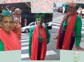 Mãe de Bethy Lagardère se joga no Carnaval de rua do Rio aos 90 anos