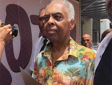 """Gilberto Gil discursa em prol do Carnaval paulistano em estreia nas ruas. """"O povo de São Paulo diz sim para o Carnaval"""""""