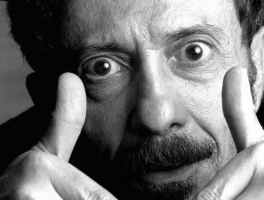 Tom Zé completa 80 anos e ganha exposição cheia de referências em São Paulo