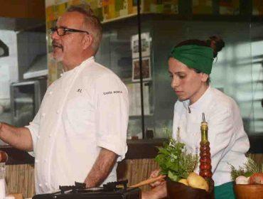 A aula de culinária do chef Raphael Lunetta promovida pelo destino Santa Mônica