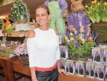 Isabella Suplicy recebe turma de glamurettes em tradicional bazar de Páscoa