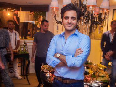 Sergio K. armou noite de dry martini e gin tônica em seu apartamento nos Jardins