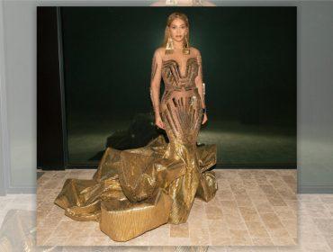 Beyoncé e Blue Ivy escolhem looks dourados e geométricos de R$330 mil para gala beneficente