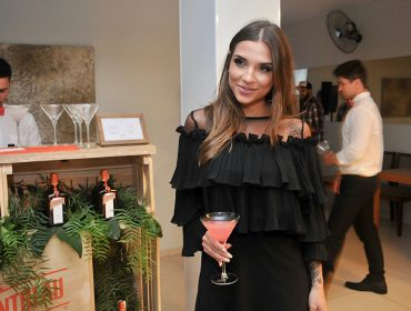 Carla Morone e Diego Mortatti receberam convidados para Cointreau Privé Club de 2018
