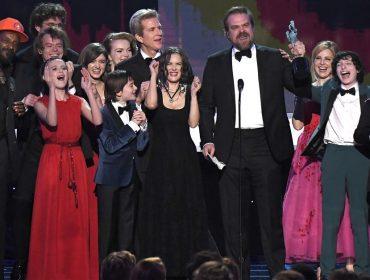 """Há tempos reivindicando melhores salários, elenco de """"Stranger Things"""" finalmente consegue aumento"""