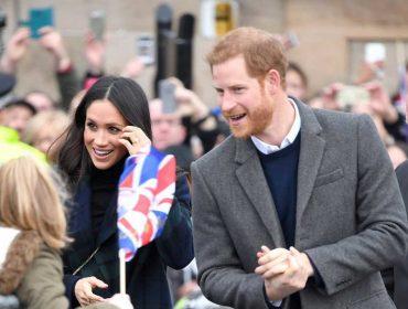 Simpatia de Meghan Markle com os fãs tem deixado a família real incomodada. Por quê?