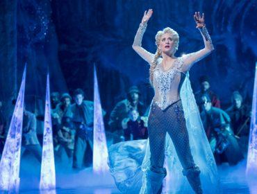 Broadway faz história ao vestir rainha da Disney com calça. Vem saber!