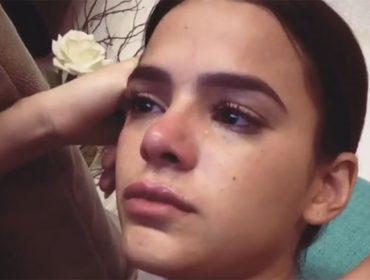 Bruna Marquezine cai no choro ao ver a série mais hypada do momento…