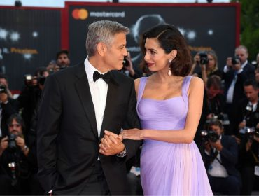 Amal Clooney conta como foi conhecer George e revela as primeiras palavras ditas pelos gêmeos