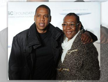 """Jay Z fala pela primeira vez sobre saída do armário da mãe: """"Chorei de felicidade"""""""