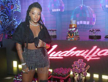 Ludmilla comemora a chegada dos 23 anos como se espera: baile funk e muitos famosos