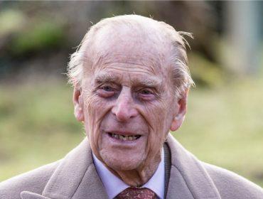 Príncipe Philip, marido da rainha Elizabeth II, é internado em Londres