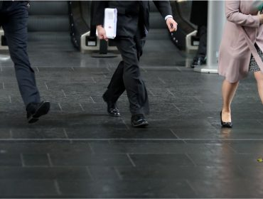 Estudo revela que maioria das mulheres britânicas trabalha de graça boa parte do ano. Entenda!