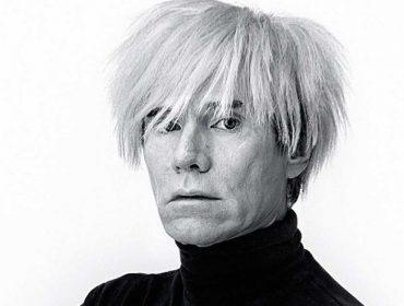 Foto do armário de remédios de Andy Warhol deve ser leiloada por R$20 mil