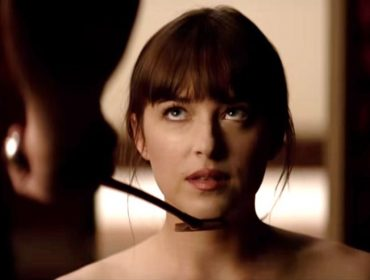 "Dakota Johnson admite que precisou de terapia após trilogia de ""50 Tons de Cinza"""