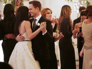 Prestes a oficializar a união com o príncipe Harry, Meghan Markle se casa na ficção…
