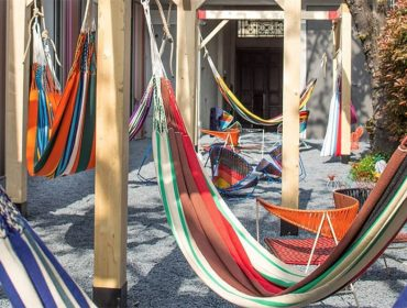 Lá em Casa: relaxar em uma das redes Marni destaques do Salone del Mobile 2018