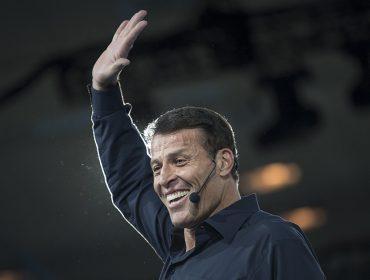 Tony Robbins se apresenta pela 1ª vez no Brasil e ingressos chegam a custar mais de R$ 5 mil