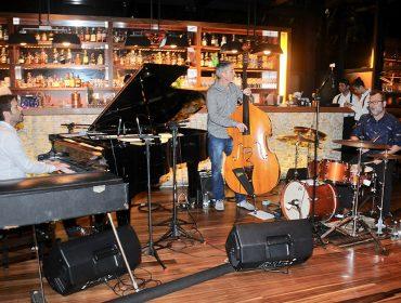 """Ari Borger Trio fez show de lançamento do álbum """"Rock'n Jazz"""" no Must Bar"""