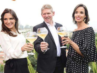 Dominique Demarville, o enólogo-chefe da Maison Veuve Clicquot, e Melissa Fernandes, diretora geral do Hotel Unique, receberam convidados na suíte presidencial do Unique, nessa terça-feira