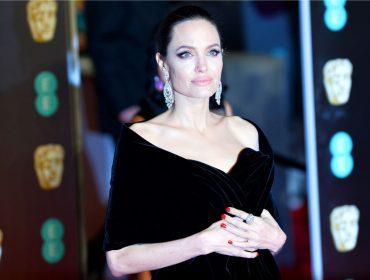 """Advogada de Angelina Jolie lucra com site de """"divórcio online"""", apesar de não resolver o da atriz"""