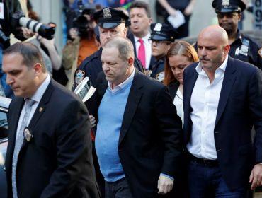 Extra! Com prisão decretada, Harvey Weinstein se entrega à polícia em Nova York