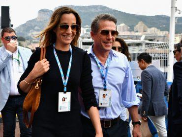 Hugh Grant escolheu o estrelado Grand Prix de Mônaco para début com a nova mulher