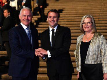 """Macron paga mico ao chamar mulher de premiê australiano de """"deliciosa"""". E pode ter sido de propósito…"""