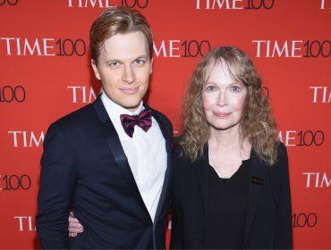 A confusão continua… Ronan Farrow desmente o irmão sobre supostos abusos de Mia Farrow