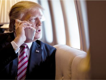 Trump se recusa a trocar os iPhones que usa e cria impasse para agentes do Serviço Secreto