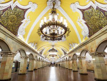 Malas prontas para a Rússia? A dica é turistar pelas luxuosas estações de metrô do país