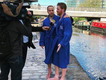 """""""Família real"""" participa de despedida de solteiro de Harry em bote pelo noRegent's Canal de Londres…ops!"""
