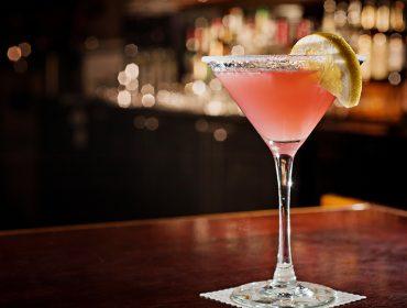 Cîroc faz releitura do drink cosmopolitan para celebrar os 18 anos do Glamurama