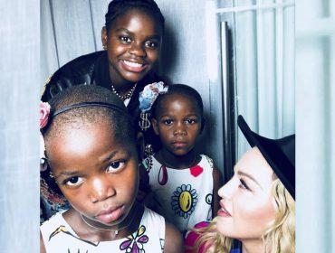 Madonna emociona web com texto lindo para homenagear sua mãe. Vem ver!