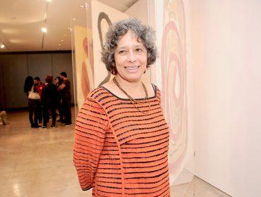 """Elisa Bracher abriu mostra """"Encarnadas"""" com 30 desenhos em São Paulo"""