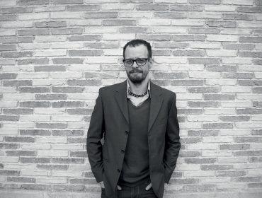 """Marcello Quintanilha revê 30 anos de carreira em novo livro e fala sobre """"Tungstênio"""""""