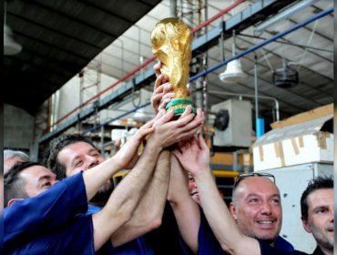 A taça do mundo é deles: conheça o ateliê italiano de apenas 12 funcionários que fabrica o troféu da Copa