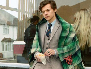 Harry Styles posa com galinhas e cachorros em campanha para marca de luxo