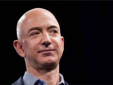 Para o alto e avante: fortuna de Jeff Bezos bate novo recorde e chega a R$ 534,6 bilhões