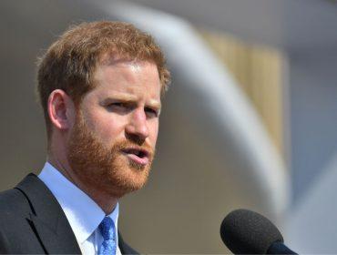 De volta a Londres depois de breve lua de mel, Harry é flagrado indo para a academia sem aliança